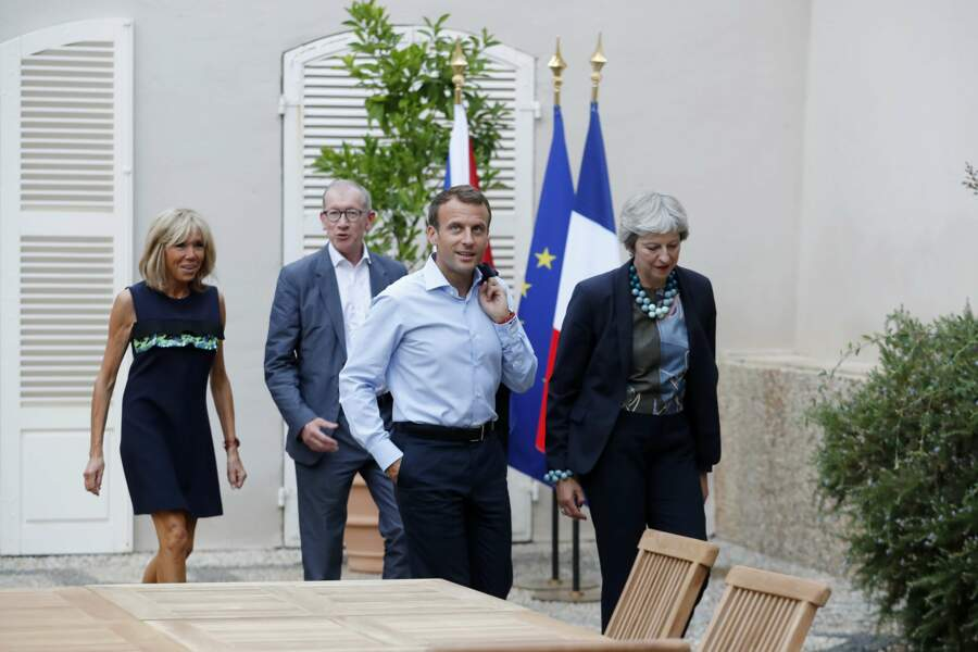 Le couple Macron et le couple May se rendent au dîner.