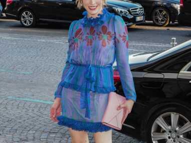 PHOTOS - Milla Jovovich : son look girly à la sortie du défilé Miu Miu