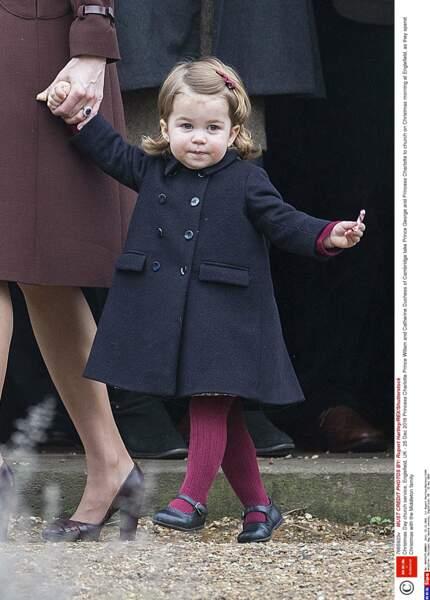 Charlotte est habillée sobrement, ici, elle porte un manteau de la marque espagnole Amaia.