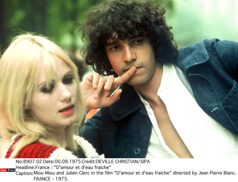 """Miou-Miou et Julien Clerc dans le film """"D'amour et d'eau fraiche"""" en 1975."""