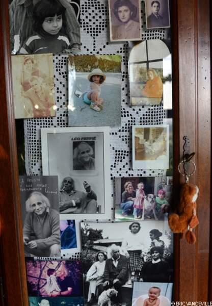 Dans la cuisine où Léo aimait préparer des plats de son enfance, les photos de famille
