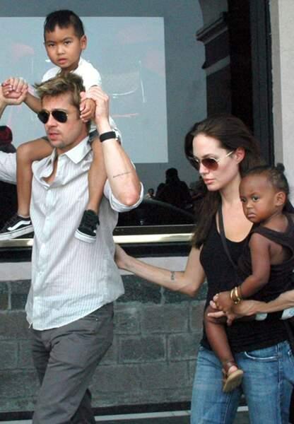 Brad Pitt Angelina Jolie avec Maddox et Zahara en 2006