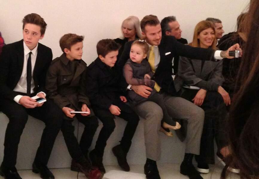 Le clan Beckham en mode Selfie au premier rang du défilé de maman