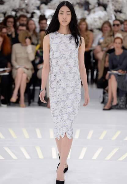 De la très haute couture chez Dior avec ce modèle brodé de fleurs en perles