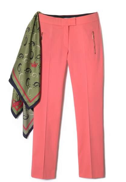 Pantalon, Cedric Charlier pour La Redoute, 79€ et foulard en soie, Vicomte Arthur, 115€