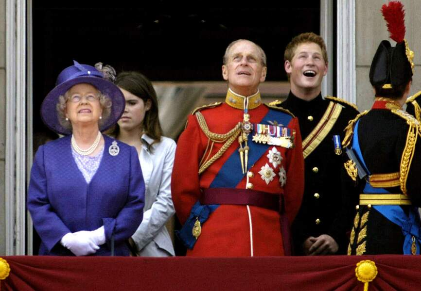 Prince Harry, hilare, au balcon du palais, en 2006