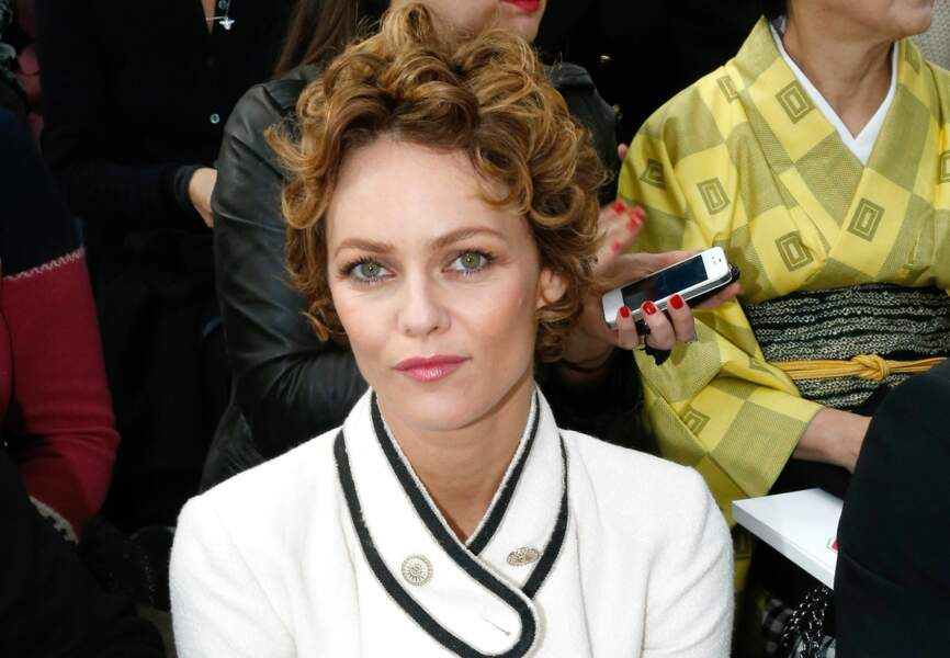 Vanessa Paradis radieuse aux front rows Chanel