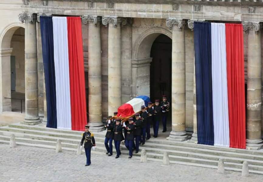 Hommage à Pierre Mauroy aux Invalides
