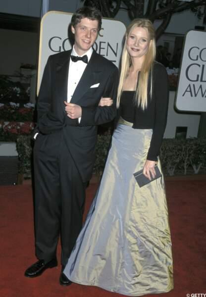 Plutôt que d'être seule, Gwyneth préfère encore venir avec son frère Jake.
