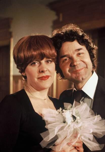 """Sylvie Joly et Pierre Perret sur le plateau de l'emission """"77 Paris"""" de TF1 en 1977"""