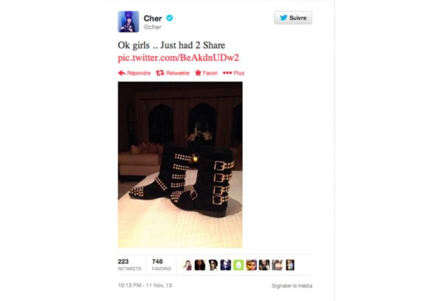 Moment girly pour @Cher: elle expose ses nouvelles bottes aux yeux de ses fans