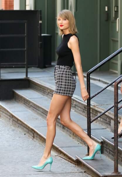 Mini short et escaprins turquoise pour Taylor Swift