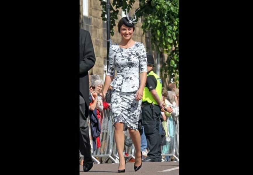 Pippa Middleton radieuse dans sa robe à basque