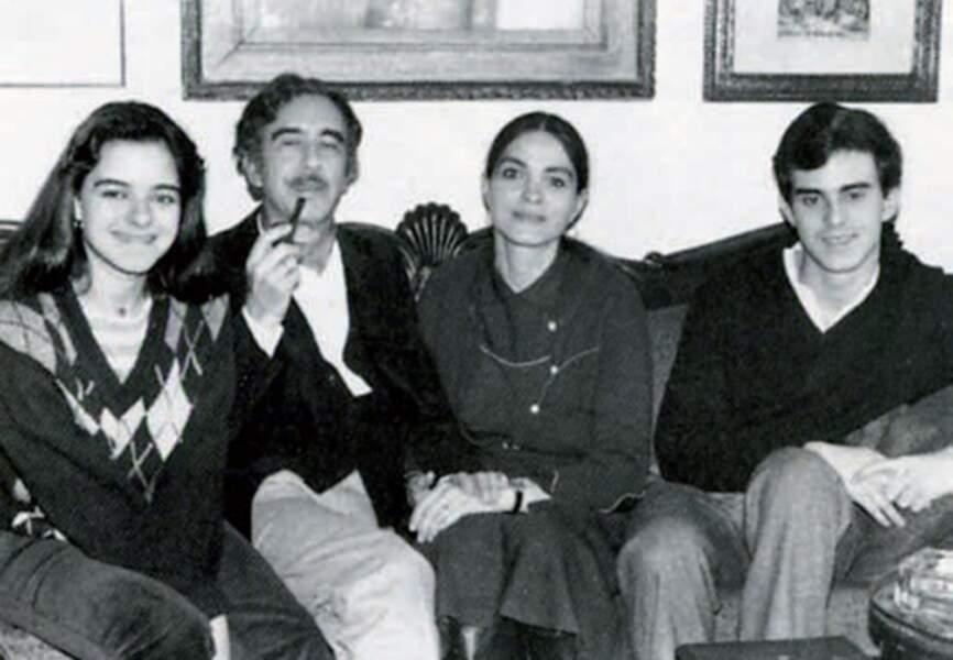 Paris, 1981: Xavier et Luisa entourés de Giovanna et Manuel