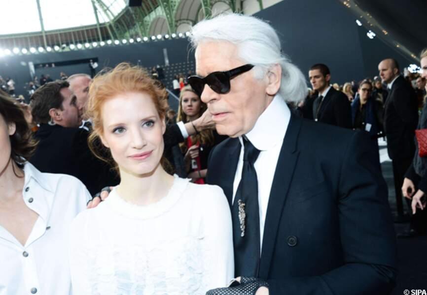 Aux côtés du créateur Karl Lagerfeld