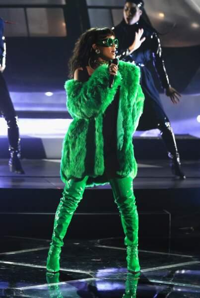 Sur scène, la chanteuse a littéralement fait le show