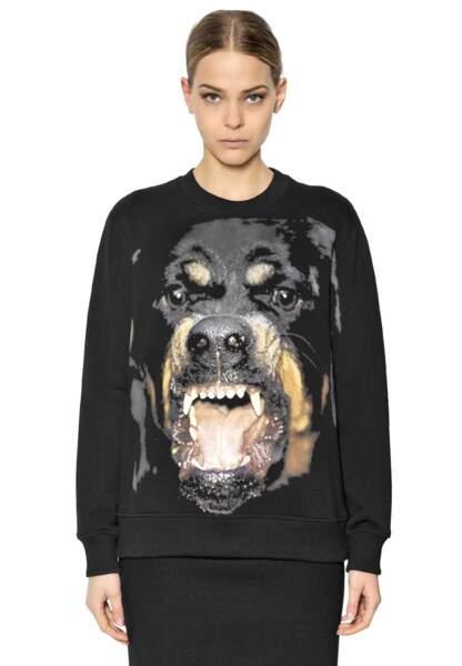 Givenchy, sweatshirt en coton imprimé Rottweiler, 490€
