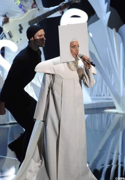 Lady Gaga interprète Applause