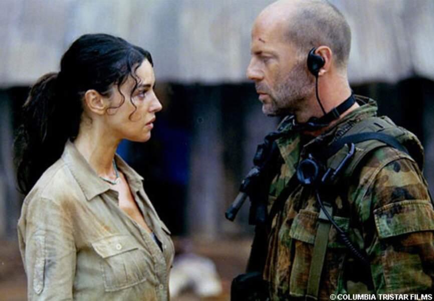 Dans Les larmes du soleil, en 2003, Bruce Willis croise la route de la bellissima Monica Bellucci