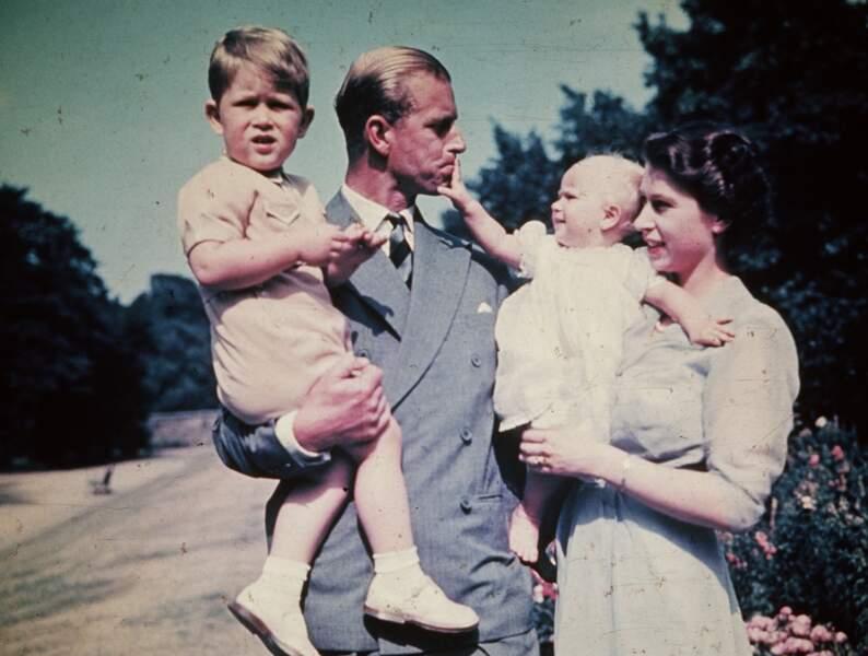 En famille, avant la naissance des preinces Andrew et Edward