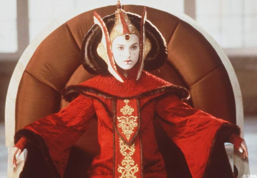 Natalie Portman en reine Padmé, dans Star Wars, la menace fantôme