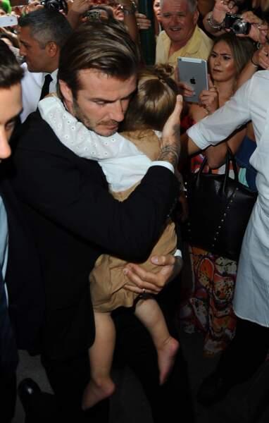 Père protecteur d'un côté et fillette très attachée de l'autre, David et Harper Beckham sont inséparables