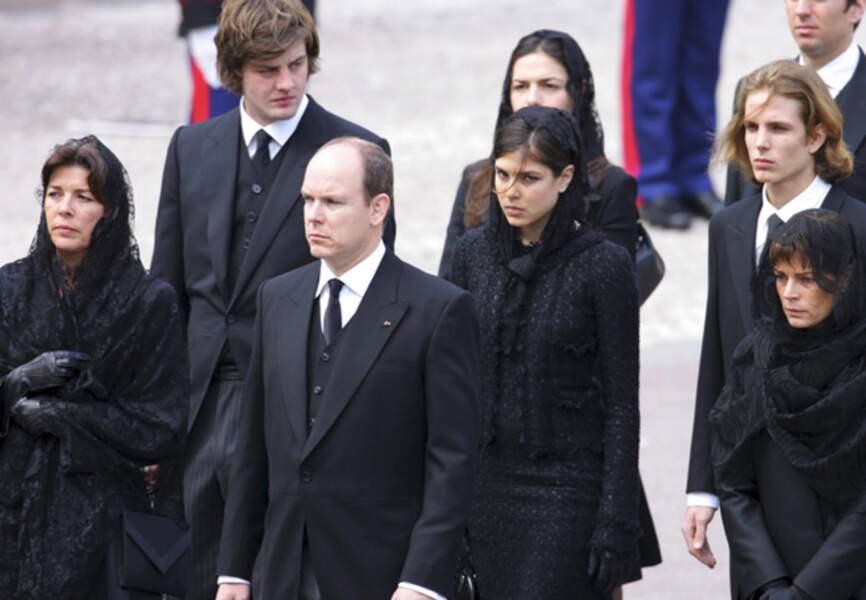 Une famille unie dans la douleur lors des funérailles du prince Rainier III de Monaco en 2005
