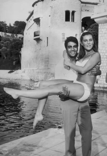 ENRICO MACIAS PORTE SHEILA DANS SES BRAS SUR LA COTE D'AZUR 1967