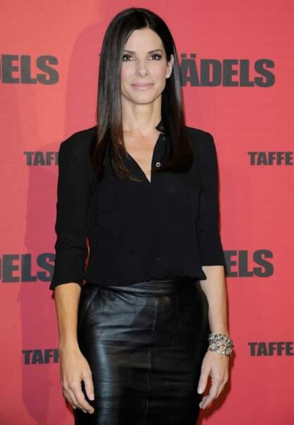 Sandra Bullock porte les bracelets Pomellato 67, en argent et marcassites.