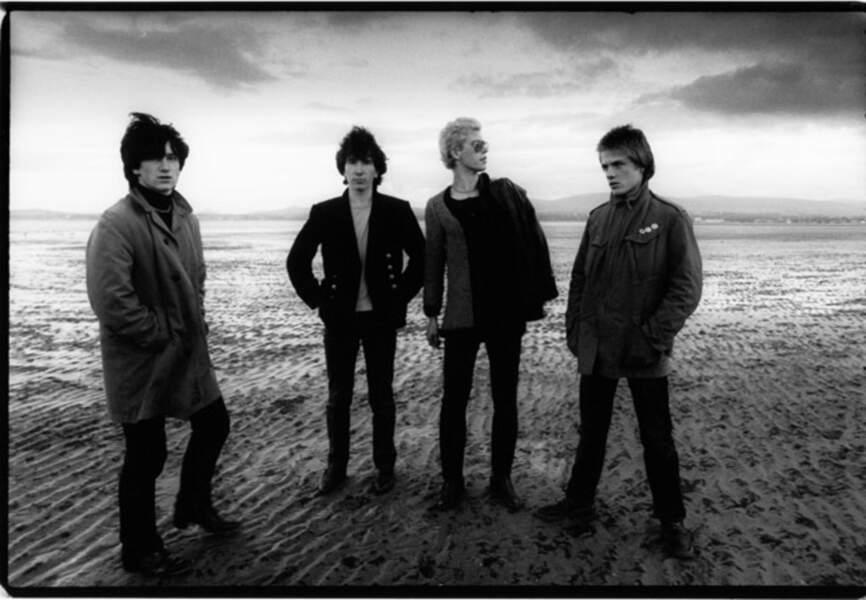 Les U2,  au début de leur carrière, sur la plage de Dolkey où dorénavant Bono et The Edge possèdent une maison