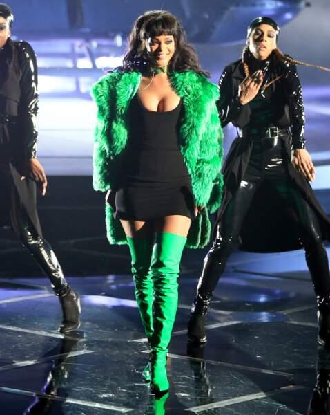 Rihanna en Versace et Adam Selman
