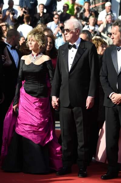 Jane Fonda, en Schiaparelli Haute Couture, bijoux Cartier et Michael Caine