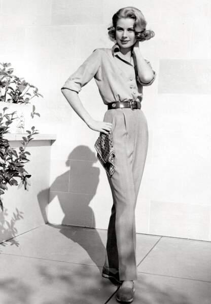 Le pantalon droit, basique d'un dressing, il joue l'accord parfait avec un chemisier