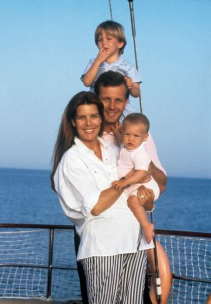 Image d'Epinal avec Andrea et la petite Charlotte, entourés de leurs parents Caroline et Stefano