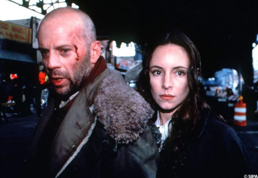 Avec Madeleine Stowe, Bruce Willis forme un couple mythique dans un film devenu culte, L'armée des 12 singes (1995)