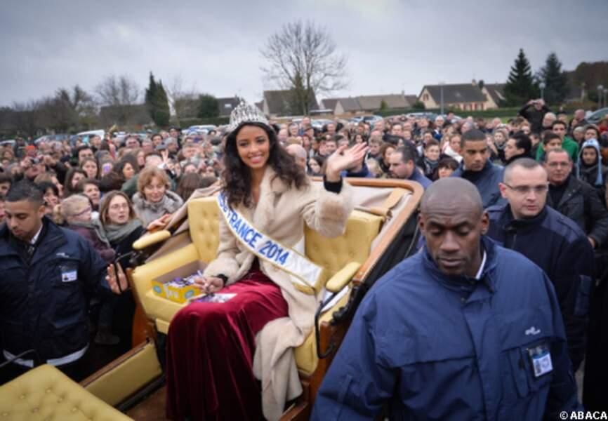 Miss France emportée par la foule