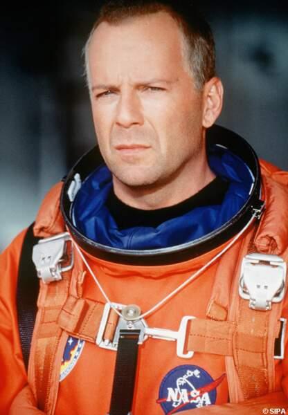 Dans Armageddon, en 1998, Bruce Willis sauve la planète et casse la baraque
