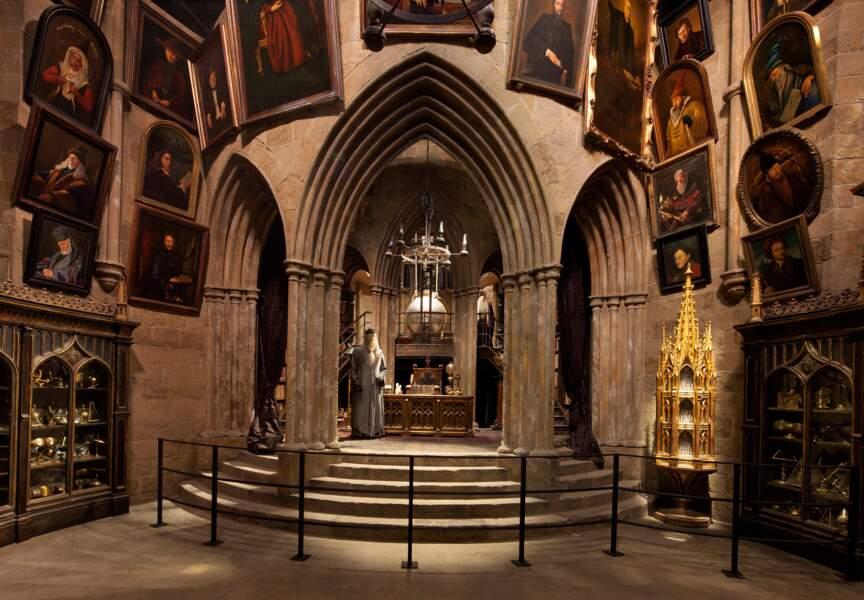 Le bureau d'Albus Dumbledore est l'un des décors les plus impressionnants du musée