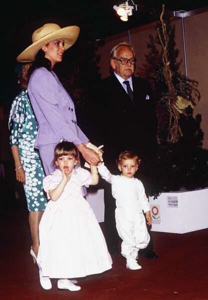 avril 1989, Le prince Rainier arrive avec Caroline et ses enfants Charlotte et Pierre