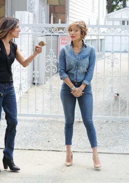 Jennifer Lopez et sa sœur Lynda qui évolue aussi sous l'objectif des caméras en tant que journaliste