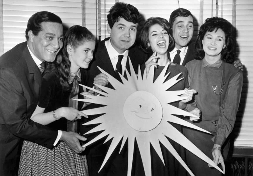 1963, Pierre Perret reçoit le prix du Soleil d'Or avec ses amis Laurence, Droue, Arnaud, Philippe et Pattisson