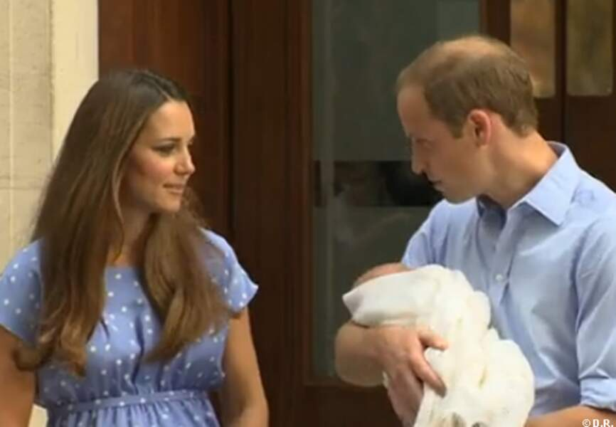 Les heureux parents ne quittent pas des yeux leur royal baby