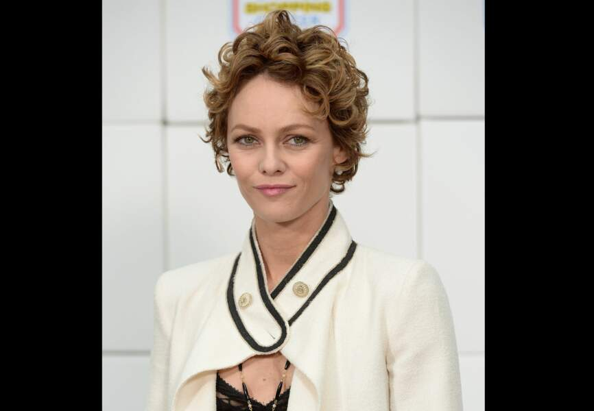 Un look frais et naturel pour Vanessa Paradis chez Chanel