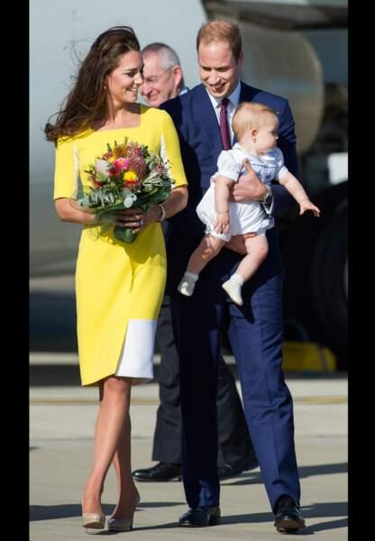 La duchesse donne le ton à son arrivée en Australie avec une robe jaune Roksanda Ilincic