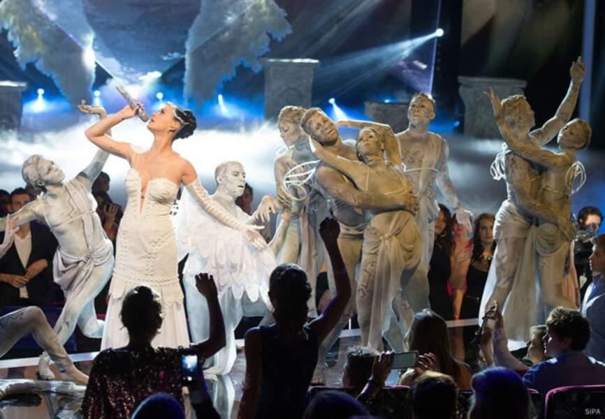 Katy Perry s'envole sur la scène des NMA