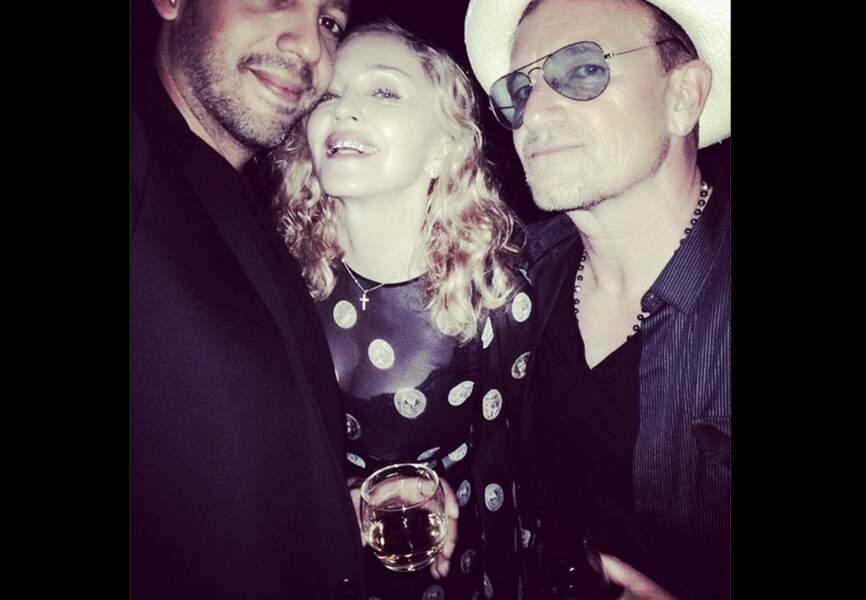 Entre le magicien David Blaine et Bono, Madonna exhibe un grillz comme si elle avait 20 ans