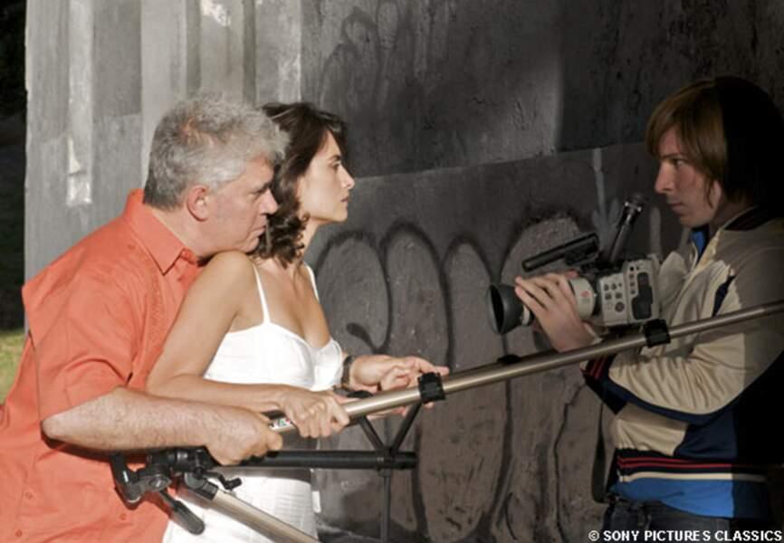 Pedro Almodovar et Penélope Cruz sur le tournage d'Etreintes brisées, en 2009