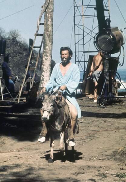 Peter O'Toole en Robinson Crusoe dans L'île du maître en 1975