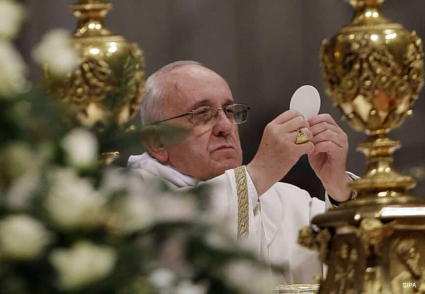 François honore le corps du Christ
