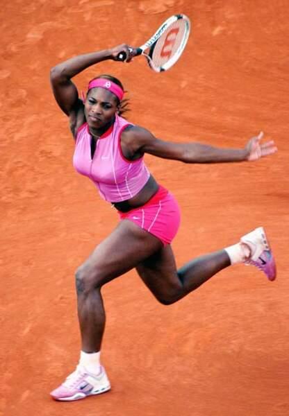 Serena Williams en total-look rose mini